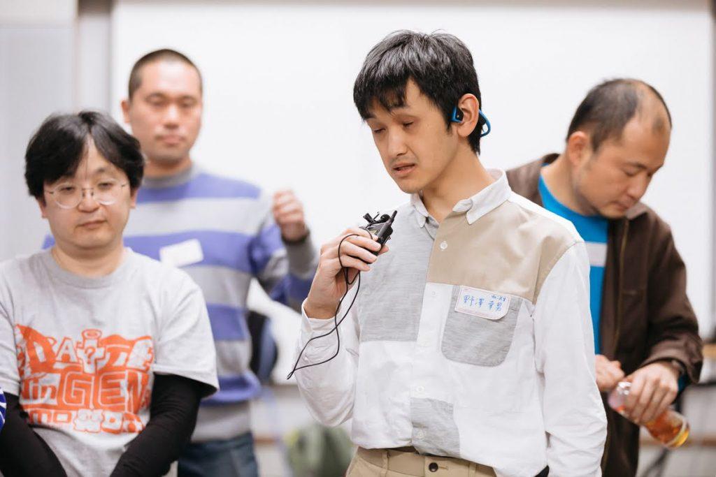 プレゼンテーションを行うメンバーの野澤。
